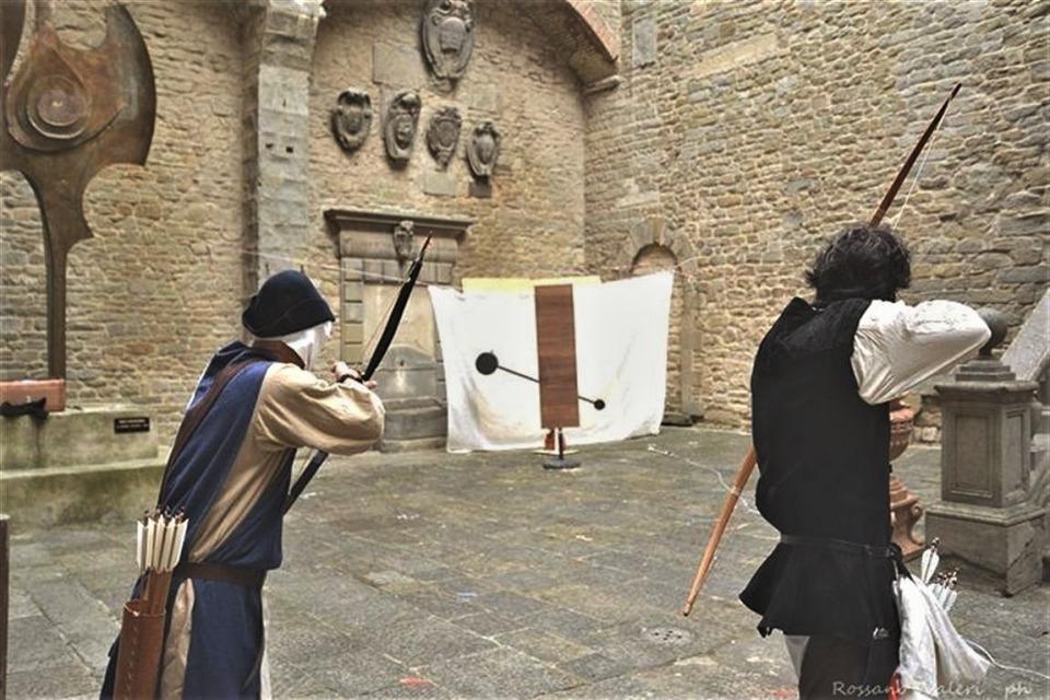 Tiro con l'arco, torneo della civetta a Cortona